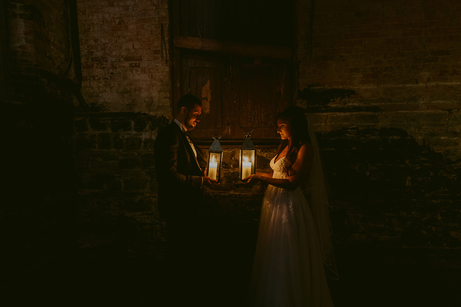 berkeley-church-toronto-lantern-best-wedding-photographer-2