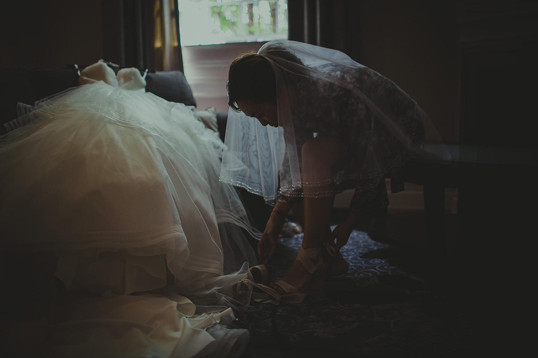 bride-getting-ready-best-niagara-falls-wedding-photographer-6